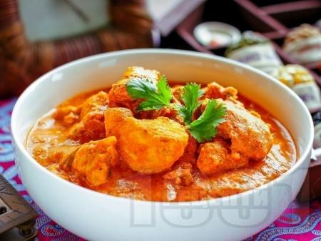 Тика Масала - индийско ястие с пиле, сметана, кисело мляко и доматен сос - снимка на рецептата